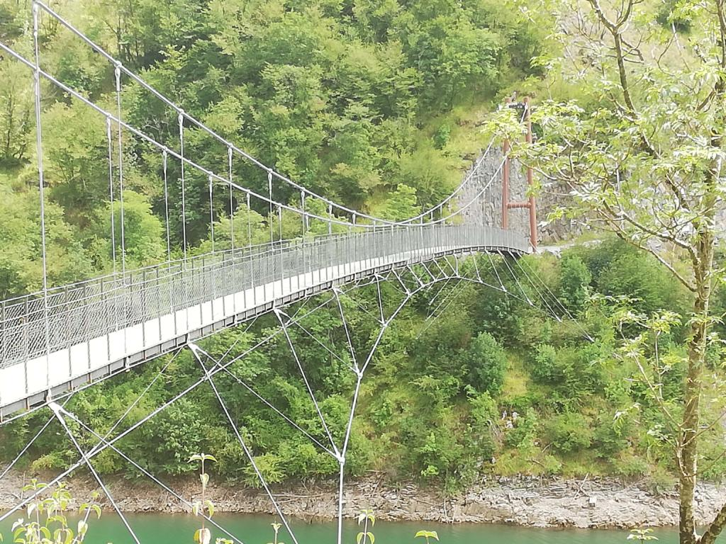 ponte sospeso lago vagli garfagnana